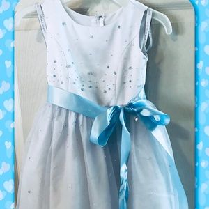 GREAT for playing DRESS UP! Was flower girl dress